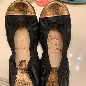 Yosi Samara Size 9 Black with Gold